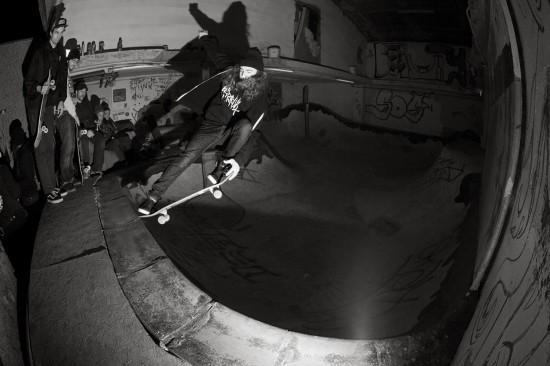 Nicolas Buechi v Beauty bowlu v areálu curyššskýho squatu. Fotil Chris Spiess
