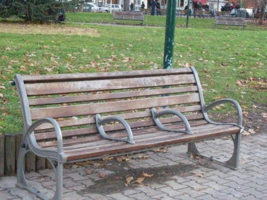 bench-ahd