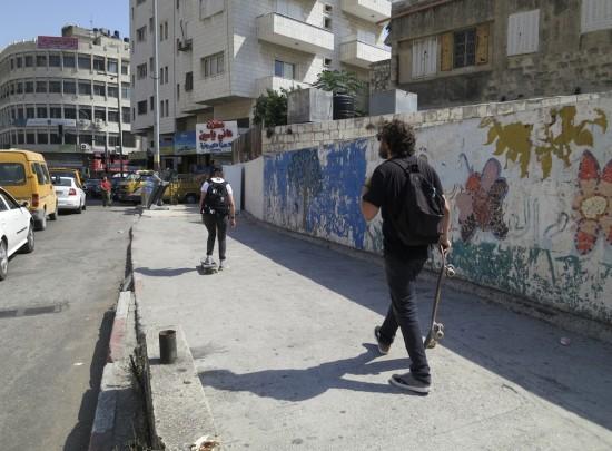 Ben a Perrine v Náblusu cestou na spot